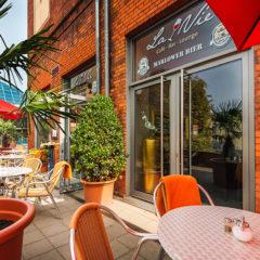 Café Außenbereich - Terrasse - Eingang